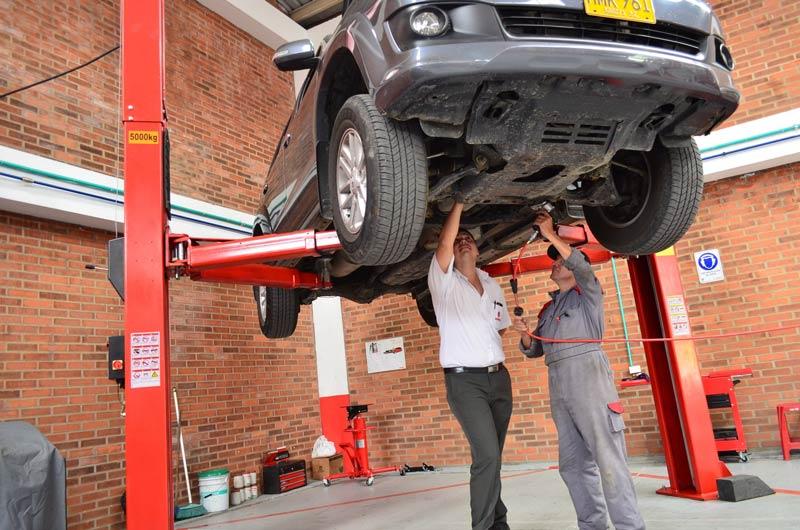 garage-arcades-avignon-entretien-depannage-reparation-mecanique-pare-brise-pneumatique-remorquage-photo-mecanique-800-3